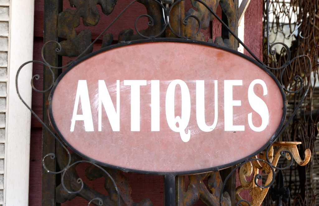 How to Determine the Value of an Antique Item
